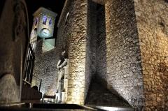 Tour du Suquet, chapelle Sainte-Anne et église Notre-Dame-de-l'Espérance - Français:   Eglise située sur la place de la Castre à Cannes , elle fût construite au XVIIème siècle dans le but de remplacer l\'église notre-dame du puy .  Caractéristiques:  - Mesures: 18 cannes de long pour 6 de large - Durée de réalisation: Environ 108 ans     - Construite à \