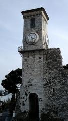 Tour du Suquet, chapelle Sainte-Anne et église Notre-Dame-de-l'Espérance - Français:   Le Suquet, attaché à l\'église Notre-Dame-d\'Espérance, à Cannes, France.