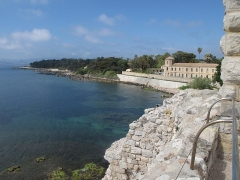 Château fort ou ancien monastère de Lérins - English: Look to west from the fortified monastery of Lerins abbaye on Saint-Honorat island (Alpes-Maritimes, France).