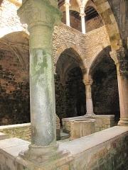 Château fort ou ancien monastère de Lérins - English: Cloitre de la Prière (=Cloister of the Prayer) in the fortified monastery of Lerins abbaye on Saint-Honorat island (Alpes-Maritimes, France).