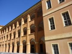 Caserne Rusca - Français:   Façade intérieure de la Caserne Rusca, (Nice, Alpes-Maritimes, France)