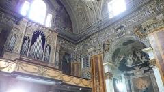 Eglise Saint-Jacques-le-Majeur dite du Gésu - Français:   Rue Droite dans le Vieux-Nice (Alpes-Maritimes), église St Jacques-le-Majeur, orgue & chapelle latérale nord-ouest, 16-9.
