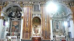 Eglise Saint-Jacques-le-Majeur dite du Gésu - Français:   Rue Droite dans le Vieux-Nice (Alpes-Maritimes), église St Jacques-le-Majeur, chapelles latérales nord, 16-9.