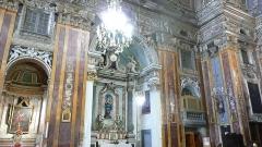 Eglise Saint-Jacques-le-Majeur dite du Gésu - Français:   Rue Droite dans le Vieux-Nice (Alpes-Maritimes), église St Jacques-le-Majeur, chapelles latérales nord-est, 16-9.