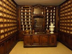 Palais Lascaris - Français:   Vue de la pharmacie située au rez-de-chaussée du Palais Lascaris, (Nice, Alpes-Maritimes, France)