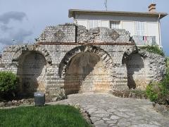 Edifice romain - English: Mausoleum of Lumone in Roquebrune (Alpes-Maritimes, France). Near the ancient roman road Via Julia Augusta.
