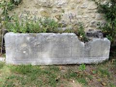 Chapelle Saint-Léonce (vestiges) - Français:   Valderoure - Chapelle Saint-Léonce - Sarcophage romain