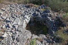 Dolmen et tombe en blocs de Mauvans Sud - Français:   Saint-Cézaire-sur-Siagne - Tombe en blocs de Mauvans sud