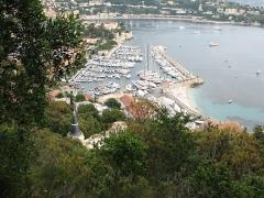 Port de la Darse (bâtiments et éléments d'infrastructure) - English: Port de la Darse in Villefranche sur Mer - downward view