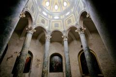 Cathédrale Saint-Sauveur - Français:   Baptistère de la cathédrale Saint-Sauveur d\'Aix-en-Provence. Date du 4ème ou 5ème siècle ap. J.-C. Ce baptistère est octogonal, il possède une coupole posée sur des des colonnes romaine