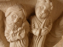 Cathédrale Saint-Sauveur - English: Both peasants show their doubts and reservation regarding the new religious order (in 12th century) - the one of the left is carved with one eye blind, as he is only half-convinced... according to the cathedral guide who gave us a story of each capital.