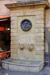 Fontaine des Bagniers - Français:   Fontaine des Bagniers à Aix en Provence (Bouches du Rhône, France).