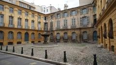 Hôtel d'Albertas - This building is en partie classé, en partie inscrit au titre des monuments historiques de la France. It is indexed in the base Mérimée, a database of architectural heritage maintained by the French Ministry of Culture,under the reference PA00081017 .