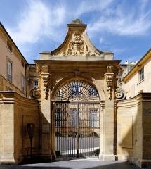Hôtel Boyer d'Eguilles - Français:   Portail de l\'Hôtel Boyer d\'Éguilles à Aix en Povence (Bouches du Rhône, France).