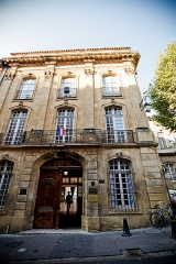 Ancien Hôtel Maynier d'Oppède ou Thomassin de Saint-Paul - This building is indexed in the Base Mérimée, a database of architectural heritage maintained by the French Ministry of Culture,under the reference PA00081041 .
