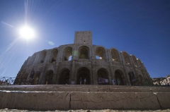 Amphithéatre ou Arènes - English: The Arles Amphitheatre is a Roman amphitheatre in the southern French town of Arles.