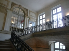 Archevêché - Arles (Bouches-du-Rhône, France), à l'est de la place de la République, palais archiépiscopal, montée d'escalier monumentale.