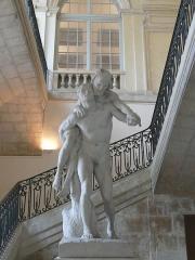 Archevêché - Arles (Bouches-du-Rhône, France), à l'est de la place de la République, palais archiépiscopal, en bas de la cage d'escalier, l'Aveugle et le Paralytique de Jean Turcan.