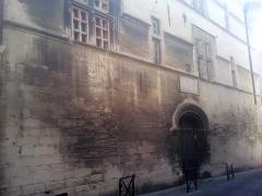 Ancien collège des Jésuites et ancien hôtel de Laval-Castellane, actuellement musée d'art chrétien et Museon Arlaten -  Arles (Bouches-du-Rhône, France), façade nord de l'ancien hôtel particulier de Laval-Castellane, aujourd'hui siège du Museon Arlaten.