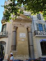 Colonnes dites de Saint-Lucien - Français:   Colonnes de Saint-Lucien (Classé)