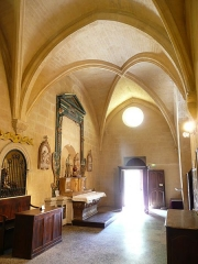 Eglise de la Major - Arles (Bouches-du-Rhône, France), intérieur de l'église Notre-Dame-la-Major, collatéral sud vers l'ouest avec la porte secondaire surmontée d'un oculus.