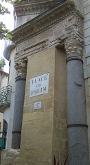 Forum - This building is indexed in the Base Mérimée, a database of architectural heritage maintained by the French Ministry of Culture,under the reference PA00081140 .
