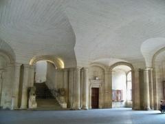 Hôtel de ville - Français:   Hall et voute de l\'hotel de ville d\'Arles (13)