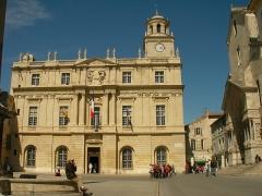 Hôtel de ville - Français:   Hôtel de ville et tour de l\'horloge à Arles (Bouche-du-Rhône, France).