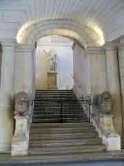 Hôtel de ville - Français:   escalier d\'honneur de l\'hotel de ville d\'Arles (13)