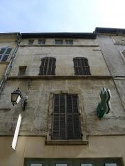 Immeubles - Français:   Rue du Palais, immeuble n°9 MH - Arles (Bouches-du-Rhône, France)