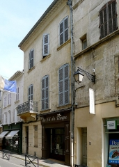Immeubles - Français:   Rue du Palais, immeubles n°7 et 9 MH - Arles (Bouches-du-Rhône, France)