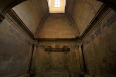 Nécropole des Alyscamps - Détail intérieur de l'église Saint-Honorat des Alyscamps à Arles