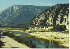Ancien pont suspendu de Mirabeau (également sur commune de Mirabeau (Vaucluse) ) -  self made