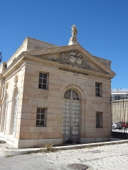 Ancienne consigne sanitaire de Marseille - This building is indexed in the Base Mérimée, a database of architectural heritage maintained by the French Ministry of Culture, under the reference PA00081325 .