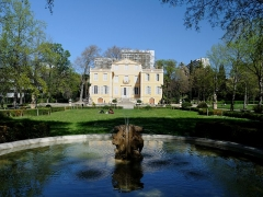 Villa Magalone - This building is inscrit au titre des Monuments Historiques. It is indexed in the Base Mérimée, a database of architectural heritage maintained by the French Ministry of Culture,under the reference PA00081374 .