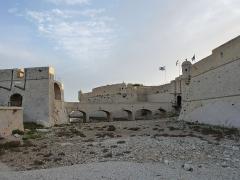 Fort de Bouc (ou fort Vauban) - Français:   Un monument et un site magnifiques, en place depuis des siècles et qui se trouvent aujourd\'hui dans un site maritime inhabituel.