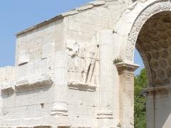 Arc de triomphe - Français:   Vue de l\'arc de triomphe de Glanum