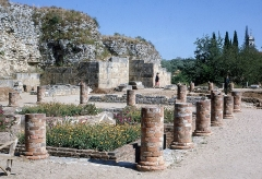 Fouilles de Glanum -   Villa urbana of a patrician house surrounded by the feet of columns of the peristyle of the impluvium, located near the city walls of Glanum.