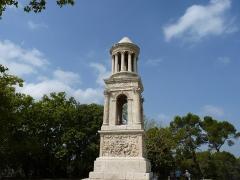 Mausolée dit Tombeau des Jules - Français:   Vue d\'ensemble du mausolée de Glanum