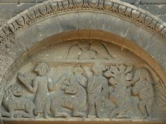 Chapelle et Tour Saint-Gabriel - Français:   Chapelle Saint-Gabriel - Façade occidental - Daniel entre les lions et le Péché originel