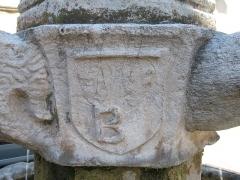 Fontaine publique - English: Fountain place de la Mairie (detail) - Besse-sur-Issole - Var - France