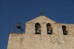 Eglise - Français:   Gros plan sur les cloches de l'église du Castellet