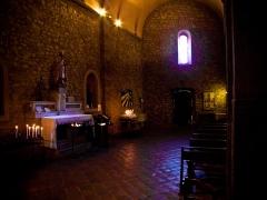 Eglise - Français:   Intérieur de l'église du Castellet Village