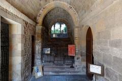 Cathédrale Saint-Léonce, baptistère et cloître - Français:   Entrée de la cathédrale Saint Léonce (Fréjus, Var, France)