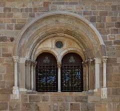 Cathédrale Saint-Léonce, baptistère et cloître - Français:   Détail de la cathédrale Saint Léonce (Fréjus, Var, France)