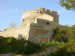 Fort de l'Estissac - This building is indexed in the Base Mérimée, a database of architectural heritage maintained by the French Ministry of Culture,under the reference PA00081666 .