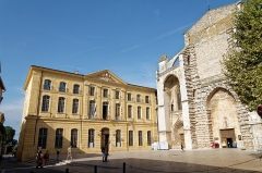Hôtel de ville - Deutsch: Rathaus und Basilique Sainte-Marie-Madeleine in Saint-Maximin-la-Sainte-Baume