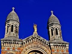 Eglise  et tour attenante - Français:   Église Saint-Raphaël de Saint-Raphaël
