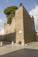 Tour Jarlier - Français:   Tour Jarlier au croisement de la rue de la Citadelle et de la rue Aumale à Saint-Tropez.