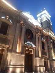 Cathédrale Sainte-Marie-de-la-Seds - Français:   Façade de la cathédrale Notre-Dame-de-la-Seds de Toulon (Var, France), éclairée